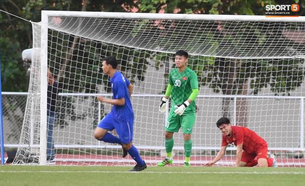 Thủ môn U22 Việt Nam mắc sai lầm, fan kêu trời: Việt Nam chỉ chết vì thủ môn - Ảnh 1.