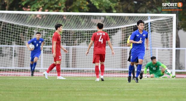 Thủ môn U22 Việt Nam mắc sai lầm, fan kêu trời: Việt Nam chỉ chết vì thủ môn - Ảnh 2.