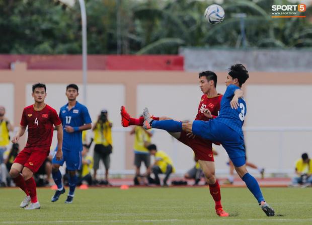 Thủ môn U22 Việt Nam mắc sai lầm, fan kêu trời: Việt Nam chỉ chết vì thủ môn - Ảnh 11.