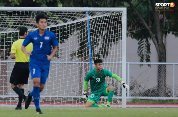 Thủ môn U22 Việt Nam mắc sai lầm, fan kêu trời: Việt Nam chỉ chết vì thủ môn - Ảnh 12.