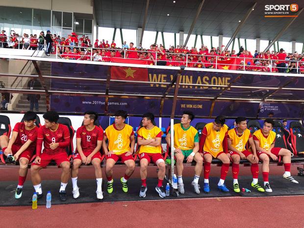 Thủ môn U22 Việt Nam mắc sai lầm, fan kêu trời: Việt Nam chỉ chết vì thủ môn - Ảnh 13.