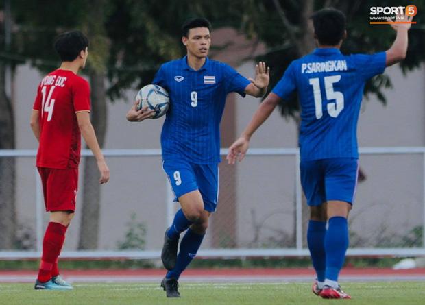 Thủ môn U22 Việt Nam mắc sai lầm, fan kêu trời: Việt Nam chỉ chết vì thủ môn - Ảnh 3.