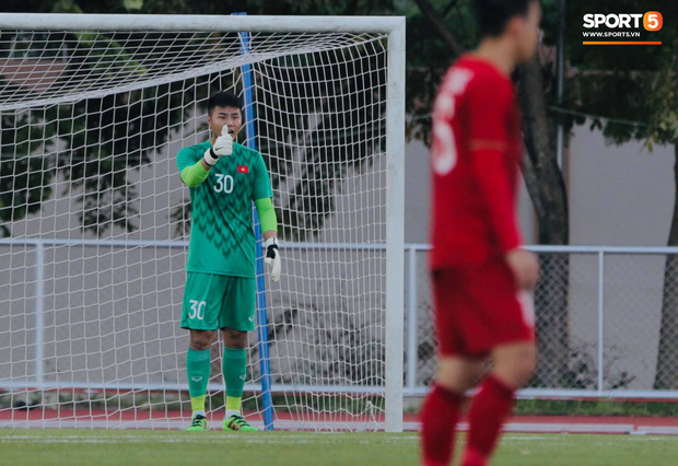 Thủ môn U22 Việt Nam mắc sai lầm, fan kêu trời: Việt Nam chỉ chết vì thủ môn - Ảnh 5.