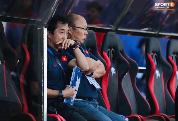 Thủ môn U22 Việt Nam mắc sai lầm, fan kêu trời: Việt Nam chỉ chết vì thủ môn - Ảnh 6.