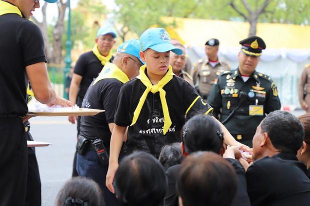 Hoàng tử Thái Lan: Là con trai duy nhất của vua nhưng chưa chắc đã được kế vị, phải rời xa vòng tay mẹ từ khi còn nhỏ - Ảnh 9.