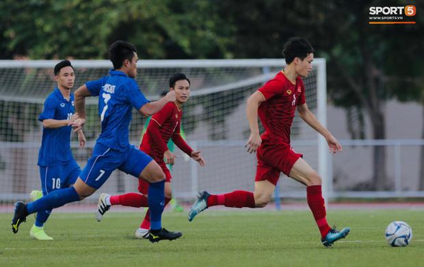 Thủ môn U22 Việt Nam mắc sai lầm, fan kêu trời: Việt Nam chỉ chết vì thủ môn - Ảnh 10.