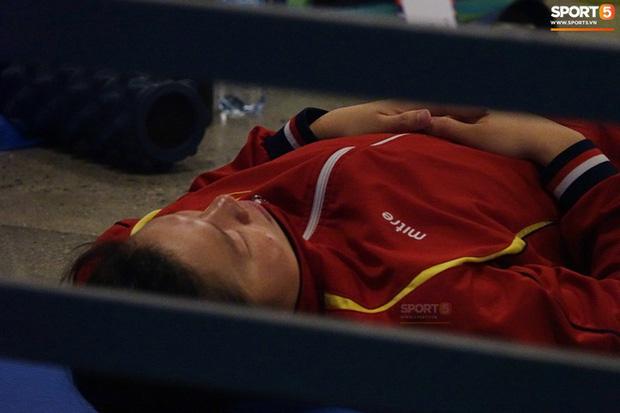 Góc chạnh lòng: Ánh Viên ngủ ngon lành dưới sàn đất trước giờ bơi chung kết ở SEA Games 2019 - Ảnh 1.