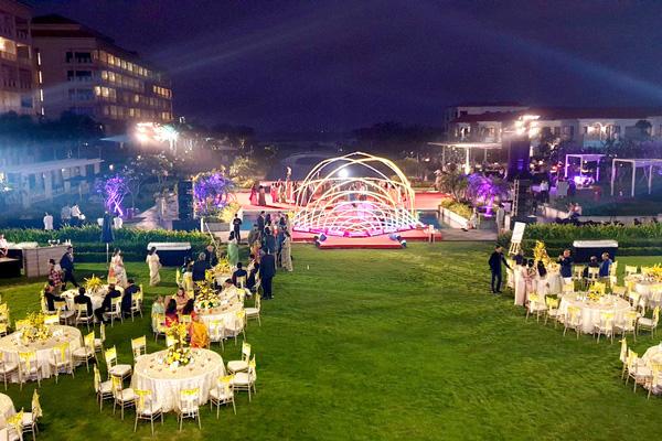 Phải đến Việt Nam làm đám cưới, đẳng cấp nhà tỷ phú Ấn Độ - Ảnh 1.