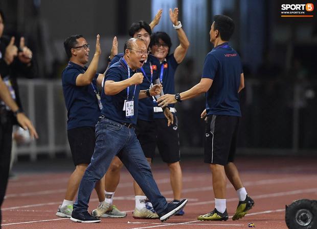 Báo hàng đầu châu Á ngả mũ, tấm tắc khen thầy trò Park Hang-seo: Việt Nam là không thể ngăn cản, họ đã tiến rất gần đến tấm HCV SEA Games - Ảnh 1.