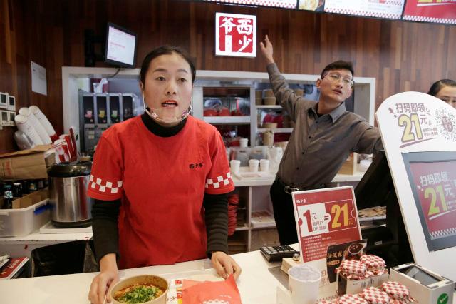 Nhà hàng Trung Quốc khốn đốn vì giá thịt lợn tăng - Ảnh 1.
