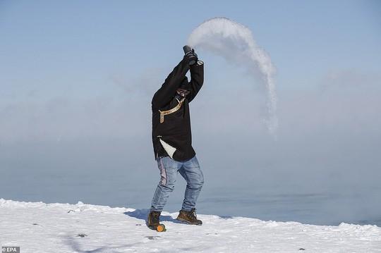 Xoáy cực ở Mỹ: Chicago lo sợ băng chấn - Ảnh 2.