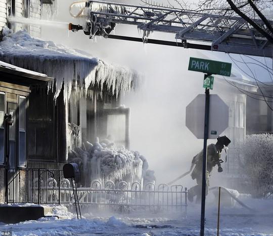Xoáy cực ở Mỹ: Chicago lo sợ băng chấn - Ảnh 3.