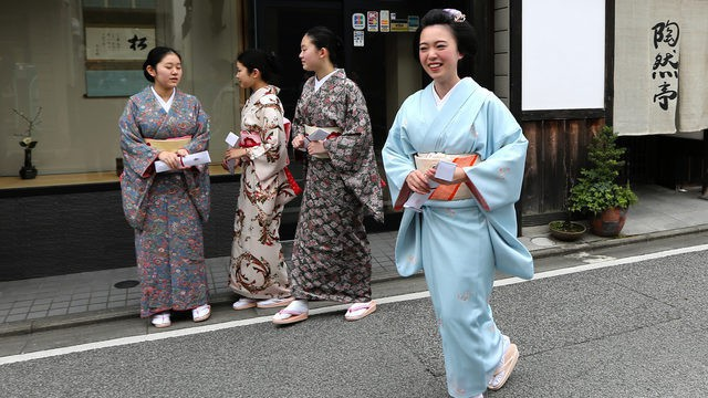 Không đón Tết âm lịch nhưng người Nhật vẫn giữ phong tục khá giống người Việt, vai trò của phụ nữ cực quan trọng - Ảnh 3.