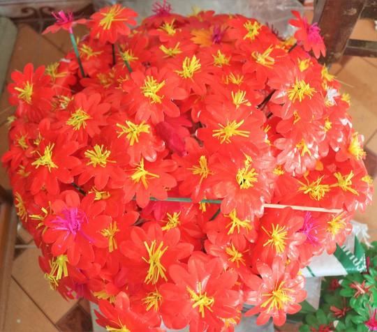 Độc đáo ngôi làng 300 năm làm hoa giấy ở Huế - Ảnh 4.