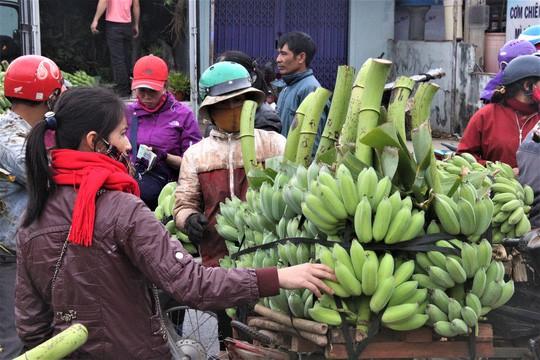 Nhộn nhịp chợ chuối vùng biên lớn nhất Quảng Trị - Ảnh 5.