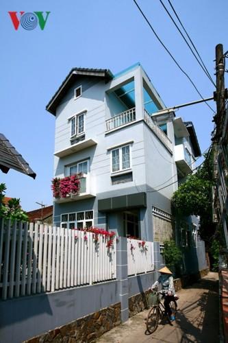Nhà 3 tầng xinh xắn giữa ngôi làng cổ ở Hà Nội - Ảnh 1.