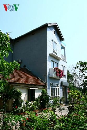 Nhà 3 tầng xinh xắn giữa ngôi làng cổ ở Hà Nội - Ảnh 4.