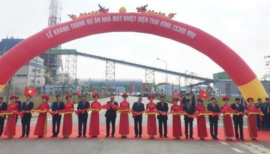 Thủ tướng cắt băng khánh thành nhà máy nhiệt điện 1,27 tỉ USD ở Thái Bình - Ảnh 1.