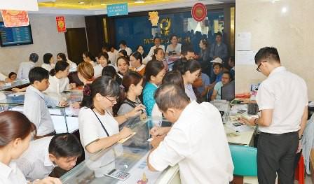 Không khí tấp nập mua vàng Thần tài ở Hà Nội, Đà Nẵng, Tp. Hồ Chí Minh - Ảnh 9.