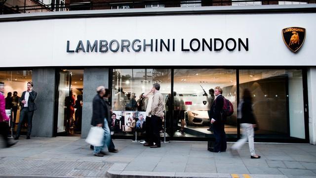 Lời trần tình của nhân viên bán Lamborghini: Đừng đuổi một cậu bé 19 tuổi ra khỏi showroom - Ảnh 1.