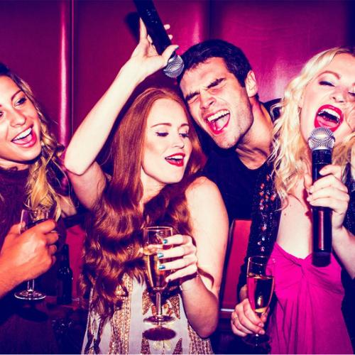 Rủ nhau hát karaoke giải rượu bia: Chuyên gia cảnh báo 3 tác hại cho sức khoẻ - Ảnh 1.