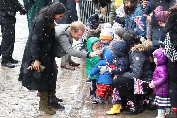 Bất chấp tin đồn Meghan mang thai giả, Hoàng tử Harry đã âm thầm chứng minh, bảo vệ vợ bằng hành động này - Ảnh 4.
