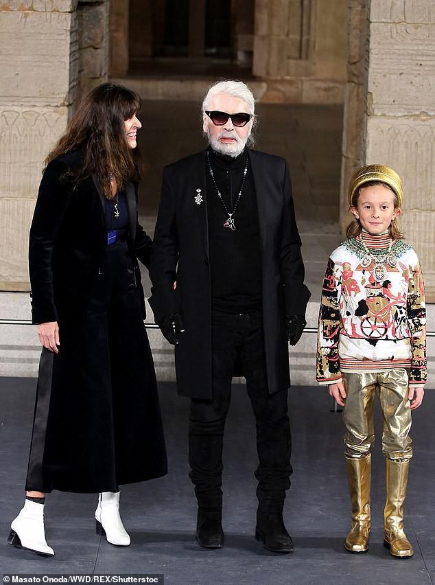Cuộc sống phủ đầy hàng hiệu, chỉ toàn gặp người nổi tiếng của Hoàng tử nhí làng thời trang, con trai cưng của huyền thoại Chanel Karl Lagerfeld - Ảnh 5.