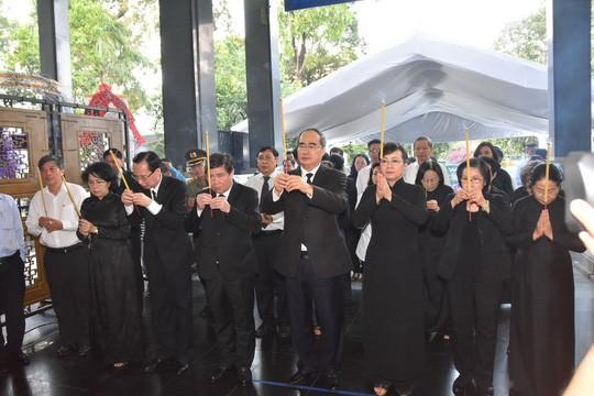Bí thư Thành ủy TP HCM đến viếng lễ tang Phó Chủ tịch UBND TP Nguyễn Thị Thu - Ảnh 1.