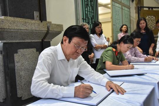 Bí thư Thành ủy TP HCM đến viếng lễ tang Phó Chủ tịch UBND TP Nguyễn Thị Thu - Ảnh 5.