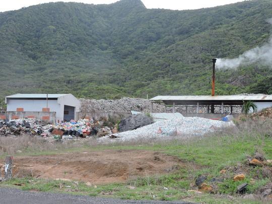 Chi hơn 35 tỉ đồng, chuyển 70.000 tấn rác từ Côn Đảo về đất liền xử lý - Ảnh 1.