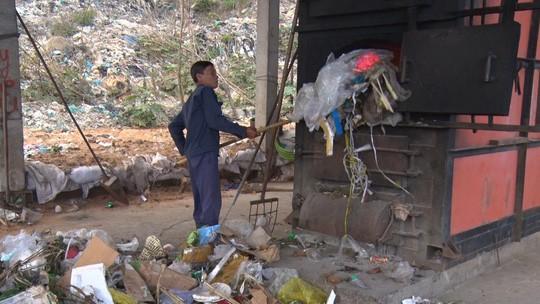 Chi hơn 35 tỉ đồng, chuyển 70.000 tấn rác từ Côn Đảo về đất liền xử lý - Ảnh 2.