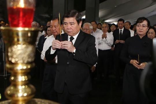 Hàng ngàn người tiễn đưa Phó Chủ tịch UBND TP Nguyễn Thị Thu về nơi an nghỉ cuối cùng  - Ảnh 1.