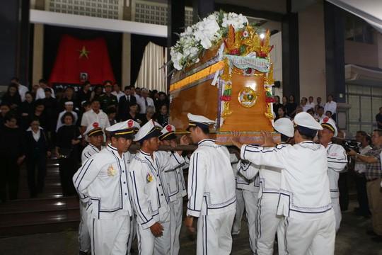 Hàng ngàn người tiễn đưa Phó Chủ tịch UBND TP Nguyễn Thị Thu về nơi an nghỉ cuối cùng  - Ảnh 3.