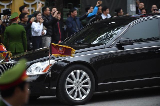 [ẢNH] Chủ tịch Kim Jong Un thăm Đại sứ quán Triều Tiên trong ngày đầu tiên đến Hà Nội - Ảnh 4.