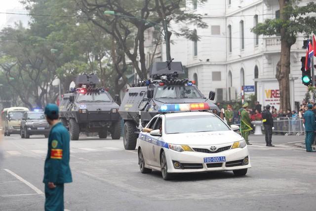 Đoàn xe chủ tịch Triều Tiên Kim Jong Un về đến khách sạn Melia, Hà Nội - Ảnh 7.