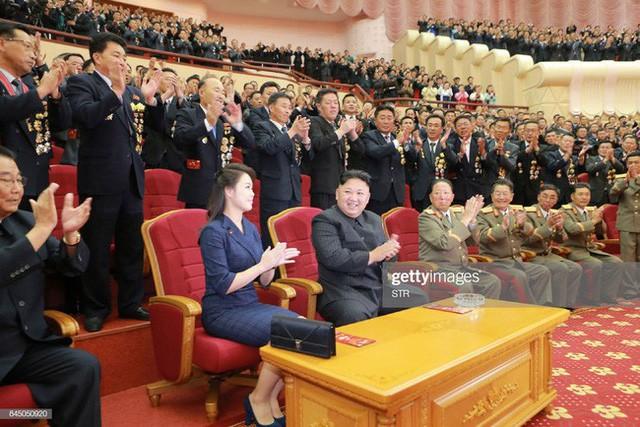 Những mẫu túi xách hàng hiệu chất đến từng đồng của phu nhân ông Kim Jong Un - Ảnh 2.