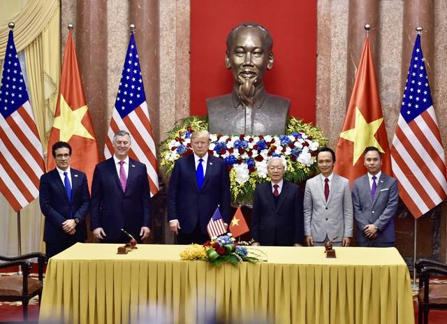 Tổng Bí thư - Chủ tịch nước Nguyễn Phú Trọng và Tổng thống Mỹ Donald Trump chứng kiến lễ ký kết mua 10 máy bay của Bamboo Airways     - Ảnh 1.