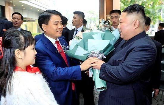 Chỉ trả lời một câu đơn giản thế này với ông Kim Jong Un, bé gái 9 tuổi khiến nhiều người tò mò muốn biết danh tính - Ảnh 1.