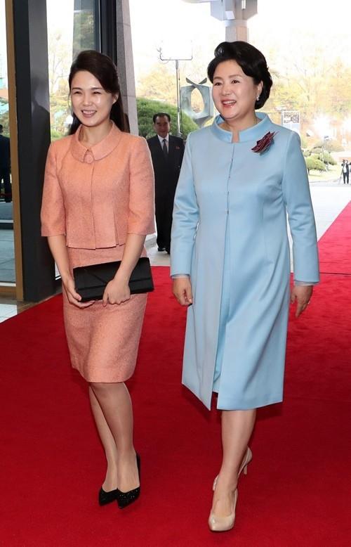 Những mẫu túi xách hàng hiệu chất đến từng đồng của phu nhân ông Kim Jong Un - Ảnh 4.