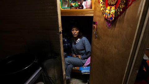 Trung Quốc: Kỳ lạ những ngôi nhà 4 mặt tiền lọt thỏm giữa cao tốc - Ảnh 10.