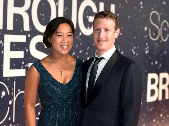 Hôm nay Facebook tròn 15 tuổi, cùng nhìn lại hành trình khó tin của Mark Zuckerberg: Từ cậu sinh viên bỏ học đến tỷ phú sở hữu MXH 'đông dân' nhất hành tinh - Ảnh 6.