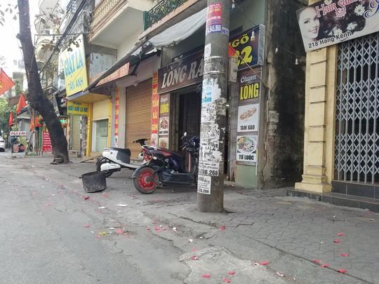 Hải Phòng, Bắc Giang: Xác pháo vương vãi trên nhiều tuyến đường  - Ảnh 2.