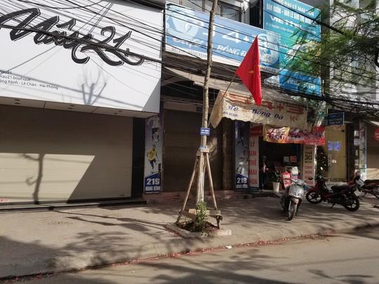 Hải Phòng, Bắc Giang: Xác pháo vương vãi trên nhiều tuyến đường  - Ảnh 3.