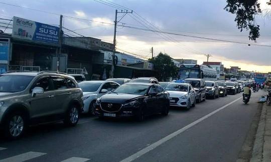 Tai nạn liên hoàn giữa 5 xe con, đường lên Đà Lạt kẹt cứng - Ảnh 3.