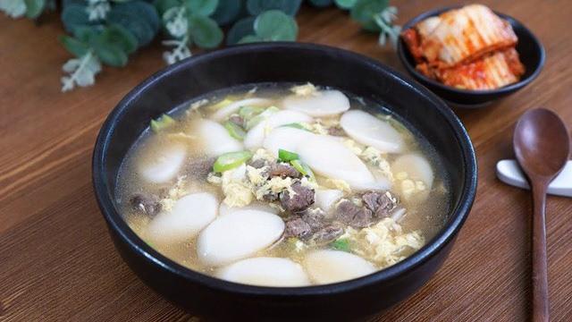 Tteok kuk - món ăn không thể thiếu dịp trong Tết của người Hàn - Ảnh 2.