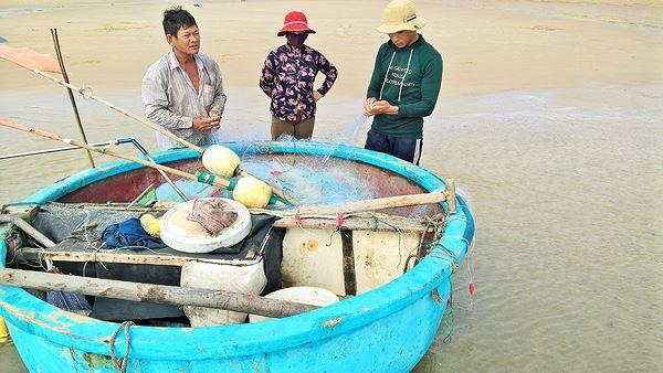 Ngư dân Vũng Tàu trúng đậm lộc biển đầu năm - Ảnh 1.