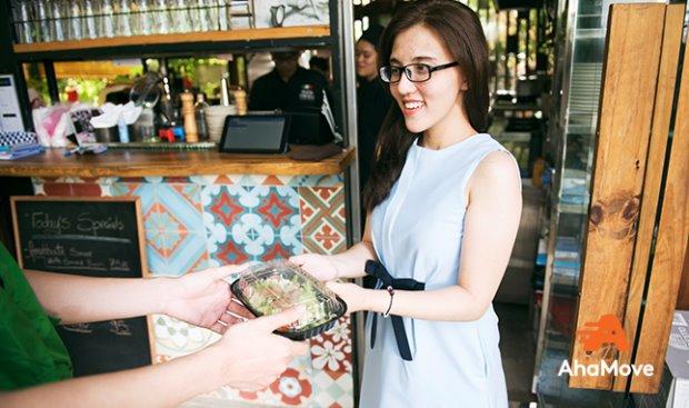 Năm 2019, bùng nổ thị trường giao đồ ăn trực tuyến - Ảnh 1.