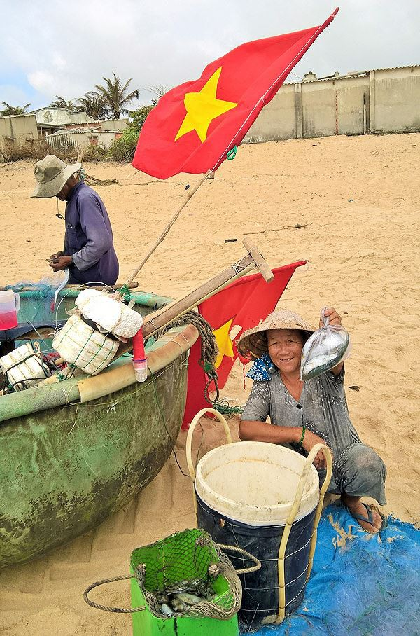 Ngư dân Vũng Tàu trúng đậm lộc biển đầu năm - Ảnh 6.