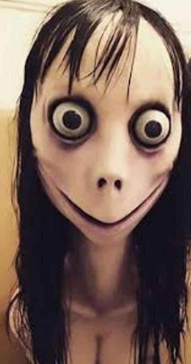 Kinh hoàng bé gái 5 tuổi gần như cạo trọc đầu sau khi bị nhân vật đáng sợ trong trò chơi trực tuyến ra lệnh - Ảnh 4.
