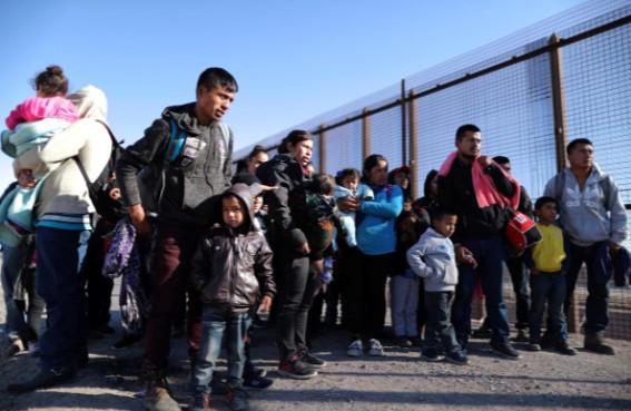 Hàng rào biên giới Mỹ, từ biện pháp bảo vệ thành điểm đến hấp dẫn người tị nạn - Ảnh 1.